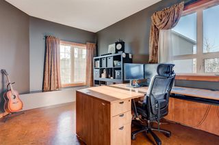 Photo 4: 30 Cougarstone Mews SW in Calgary: Cougar Ridge Detached for sale : MLS®# A1053099