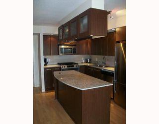 Photo 3: 406 683 Victoria Park in North Vancouver: Condo for sale (Houston (Zone 53))  : MLS®# V784345