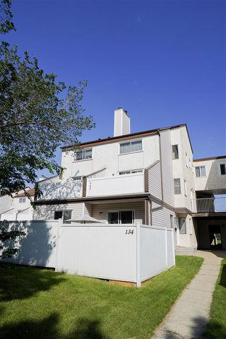 Photo 2: 134 Lancaster Terrace NW in Edmonton: Zone 27 Townhouse for sale : MLS®# E4208613
