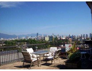 "Photo 3: 209-2125 W 2nd Ave in Vancouver: Kitsilano Condo for sale in ""Sunny Lodge"" (Vancouver West)"