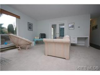 Photo 2: 106-1725 Cedar Hill Road in VICTORIA: SE Mt Tolmie Residential for sale (Saanich East)  : MLS®# 296831