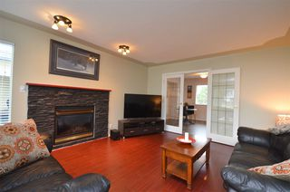 "Photo 3: 26524 28A Avenue in Langley: Aldergrove Langley House for sale in ""R-1B"" : MLS®# R2398032"