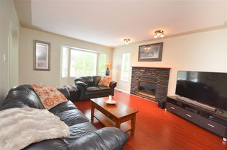 "Photo 4: 26524 28A Avenue in Langley: Aldergrove Langley House for sale in ""R-1B"" : MLS®# R2398032"