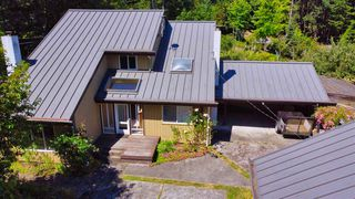 Photo 1: 721 CHARTER Road: Mayne Island House for sale (Islands-Van. & Gulf)  : MLS®# R2481298