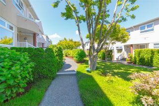 Photo 3: 9 478 Culduthel Rd in : SW Gateway Row/Townhouse for sale (Saanich West)  : MLS®# 862683