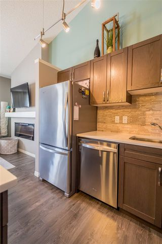 Photo 3: 553 ORCHARDS Boulevard in Edmonton: Zone 53 Townhouse for sale : MLS®# E4184152