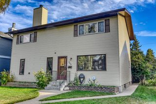 Main Photo: 449 25 Avenue NE in Calgary: Winston Heights/Mountview Detached for sale : MLS®# A1030620