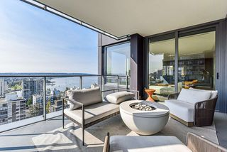 """Main Photo: 1801 1171 JERVIS Street in Vancouver: West End VW Condo for sale in """"THE JERVIS"""" (Vancouver West)  : MLS®# R2505256"""