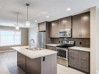 Photo 3: 207 Evansridge Park NW in Calgary: Evanston Row/Townhouse for sale : MLS®# A1048385