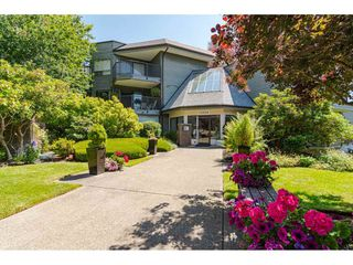"""Photo 3: 304 14950 THRIFT Avenue: White Rock Condo for sale in """"The Monterey"""" (South Surrey White Rock)  : MLS®# R2526137"""