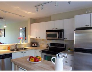 """Photo 5: 6711 VILLAGE GREEN BB in Burnaby: Middlegate BS Townhouse for sale in """"MONTEREY"""" (Burnaby South)  : MLS®# V662425"""