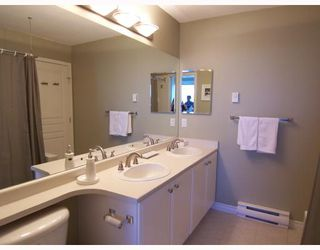 """Photo 8: 6711 VILLAGE GREEN BB in Burnaby: Middlegate BS Townhouse for sale in """"MONTEREY"""" (Burnaby South)  : MLS®# V662425"""