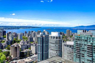 """Photo 3: 4202 1151 W GEORGIA Street in Vancouver: Coal Harbour Condo for sale in """"TRUMP TOWER"""" (Vancouver West)  : MLS®# R2421845"""