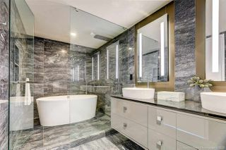 """Photo 10: 4202 1151 W GEORGIA Street in Vancouver: Coal Harbour Condo for sale in """"TRUMP TOWER"""" (Vancouver West)  : MLS®# R2421845"""