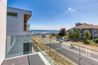 Photo 2: 6778 CORBOULD Road in Tsawwassen: Boundary Beach House for sale : MLS®# R2448630