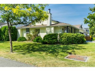 Photo 4: 9461 209B Crescent in Langley: Walnut Grove House for sale : MLS®# R2487558