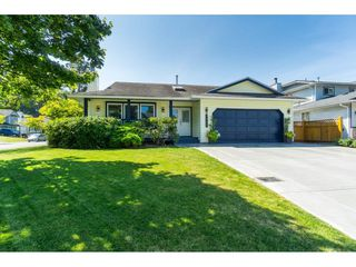 Photo 1: 9461 209B Crescent in Langley: Walnut Grove House for sale : MLS®# R2487558