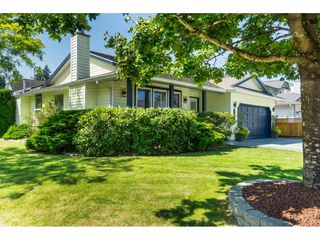 Photo 2: 9461 209B Crescent in Langley: Walnut Grove House for sale : MLS®# R2487558