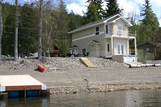Photo 3: 2022 Eagle Bay Road in Blind Bay: Waterfront Residential Detached for sale : MLS®# 9166301