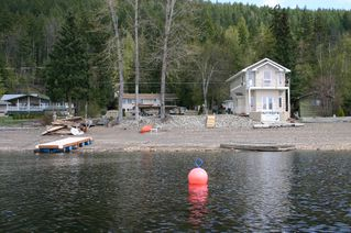 Main Photo: 2022 Eagle Bay Road in Blind Bay: Waterfront Residential Detached for sale : MLS®# 9166301