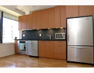 """Photo 2: 1012 1333 W GEORGIA Street in Vancouver: Coal Harbour Condo for sale in """"QUBE"""" (Vancouver West)  : MLS®# V658103"""