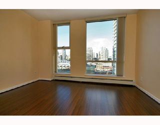 "Photo 8: 1502 1009 EXPO Boulevard in Vancouver: Downtown VW Condo for sale in ""LANDMARK 33"" (Vancouver West)  : MLS®# V680406"
