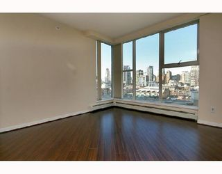 "Photo 4: 1502 1009 EXPO Boulevard in Vancouver: Downtown VW Condo for sale in ""LANDMARK 33"" (Vancouver West)  : MLS®# V680406"