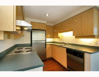 "Photo 1: 1502 1009 EXPO Boulevard in Vancouver: Downtown VW Condo for sale in ""LANDMARK 33"" (Vancouver West)  : MLS®# V680406"
