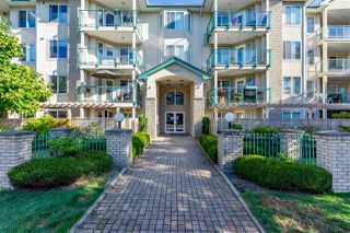 "Photo 4: 408 20433 53 Avenue in Langley: Langley City Condo for sale in ""COUNTRYSIDE ESTATES"" : MLS®# R2492366"