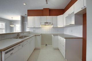 Photo 4: 132 Prestwick Gardens SE in Calgary: McKenzie Towne Row/Townhouse for sale : MLS®# A1048211