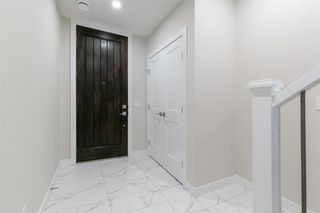Photo 2: 153 Crestridge Common SW in Calgary: Crestmont Row/Townhouse for sale : MLS®# A1051009
