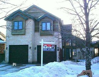 Photo 1: 18 SANDSTONE (WPG) Place in WINNIPEG: Fort Garry / Whyte Ridge / St Norbert Residential for sale (South Winnipeg)  : MLS®# 2803572