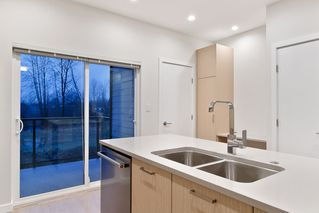 """Photo 9: 214 19451 SUTTON Avenue in Pitt Meadows: South Meadows Townhouse for sale in """"NATURES WALK"""" : MLS®# R2433863"""
