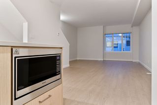 """Photo 5: 214 19451 SUTTON Avenue in Pitt Meadows: South Meadows Townhouse for sale in """"NATURES WALK"""" : MLS®# R2433863"""
