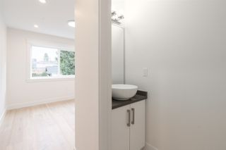 Photo 13: 1316 VICTORIA DRIVE in Vancouver: Grandview Woodland House 1/2 Duplex for sale (Vancouver East)  : MLS®# R2430979