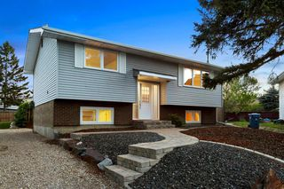 Photo 2: 203 LYNNVIEW Crescent SE in Calgary: Ogden Detached for sale : MLS®# C4299884