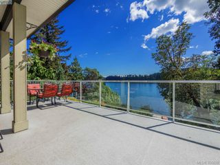 Photo 1: 2811 Lake End Rd in Langford: La Langford Lake House for sale : MLS®# 350899