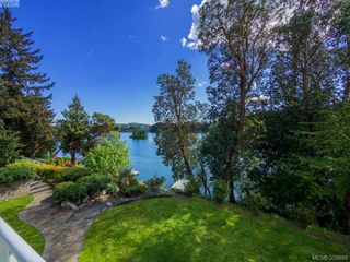 Photo 3: 2811 Lake End Rd in Langford: La Langford Lake House for sale : MLS®# 350899