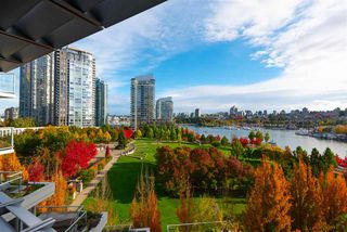 """Photo 1: 802 638 BEACH Crescent in Vancouver: Yaletown Condo for sale in """"ICON"""" (Vancouver West)  : MLS®# R2511968"""