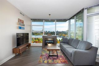 """Photo 3: 802 638 BEACH Crescent in Vancouver: Yaletown Condo for sale in """"ICON"""" (Vancouver West)  : MLS®# R2511968"""