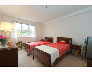 """Photo 7: 101 8728 MARINE Drive in Vancouver: Marpole Condo for sale in """"RIVERVIEW COURT"""" (Vancouver West)  : MLS®# V794426"""