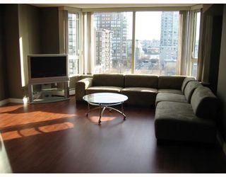 """Photo 3: 805 388 DRAKE Street in Vancouver: Downtown VW Condo for sale in """"GOVERNORS TOWER"""" (Vancouver West)  : MLS®# V681137"""