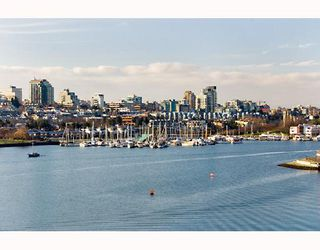 "Photo 6: 605 1383 MARINASIDE Crescent in Vancouver: False Creek North Condo for sale in ""COLUMBUS"" (Vancouver West)  : MLS®# V685162"