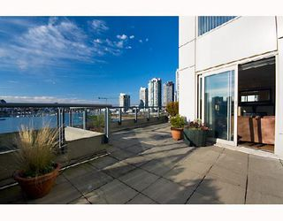 "Photo 4: 605 1383 MARINASIDE Crescent in Vancouver: False Creek North Condo for sale in ""COLUMBUS"" (Vancouver West)  : MLS®# V685162"