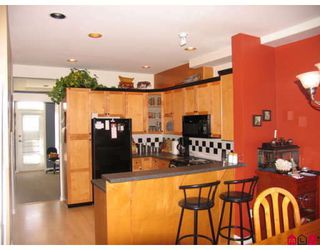 """Photo 5: 52 7250 144TH Street in Surrey: East Newton Townhouse for sale in """"CHIMNEY RIDGE"""" : MLS®# F2803235"""