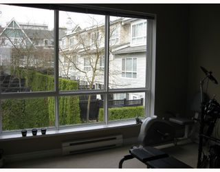 "Photo 8: 6791 VILLAGE Grove in Burnaby: VBSHG Townhouse for sale in ""MONTEREY"" (Burnaby South)  : MLS®# V702457"