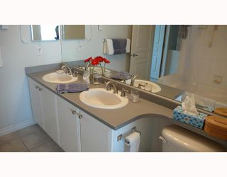 """Photo 7: 6791 VILLAGE Grove in Burnaby: VBSHG Townhouse for sale in """"MONTEREY"""" (Burnaby South)  : MLS®# V702457"""