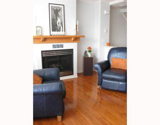 "Photo 2: 6791 VILLAGE Grove in Burnaby: VBSHG Townhouse for sale in ""MONTEREY"" (Burnaby South)  : MLS®# V702457"