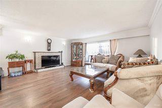 Photo 4: 2108 E 54TH Avenue in Vancouver: Fraserview VE House for sale (Vancouver East)  : MLS®# R2391373