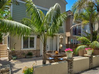 Main Photo: MISSION BEACH Condo for sale : 3 bedrooms : 819 Ostend Ct in San Diego